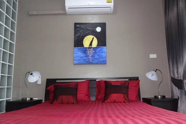 price rental studio apartmentcomfortable bed with air conditioning and 4-speed ceiling fan